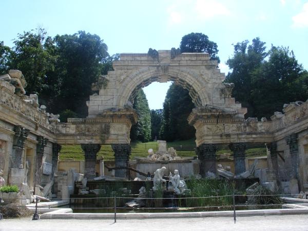 Die Römische Ruine, Nachbau eines antiken Tempels
